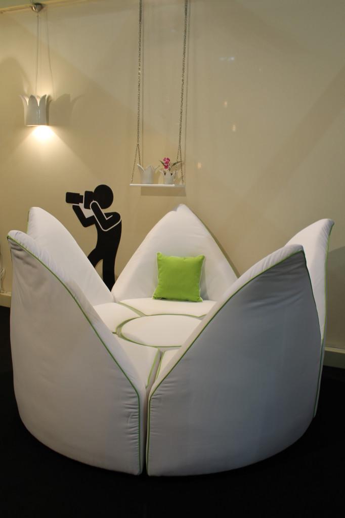Be My Queen sofa 2